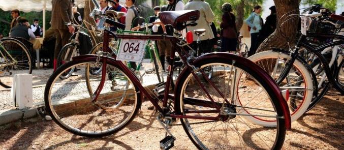 Tweed Run: Απολαύστε μια μαγική vintage ποδηλατάδα στις Σπέτσες