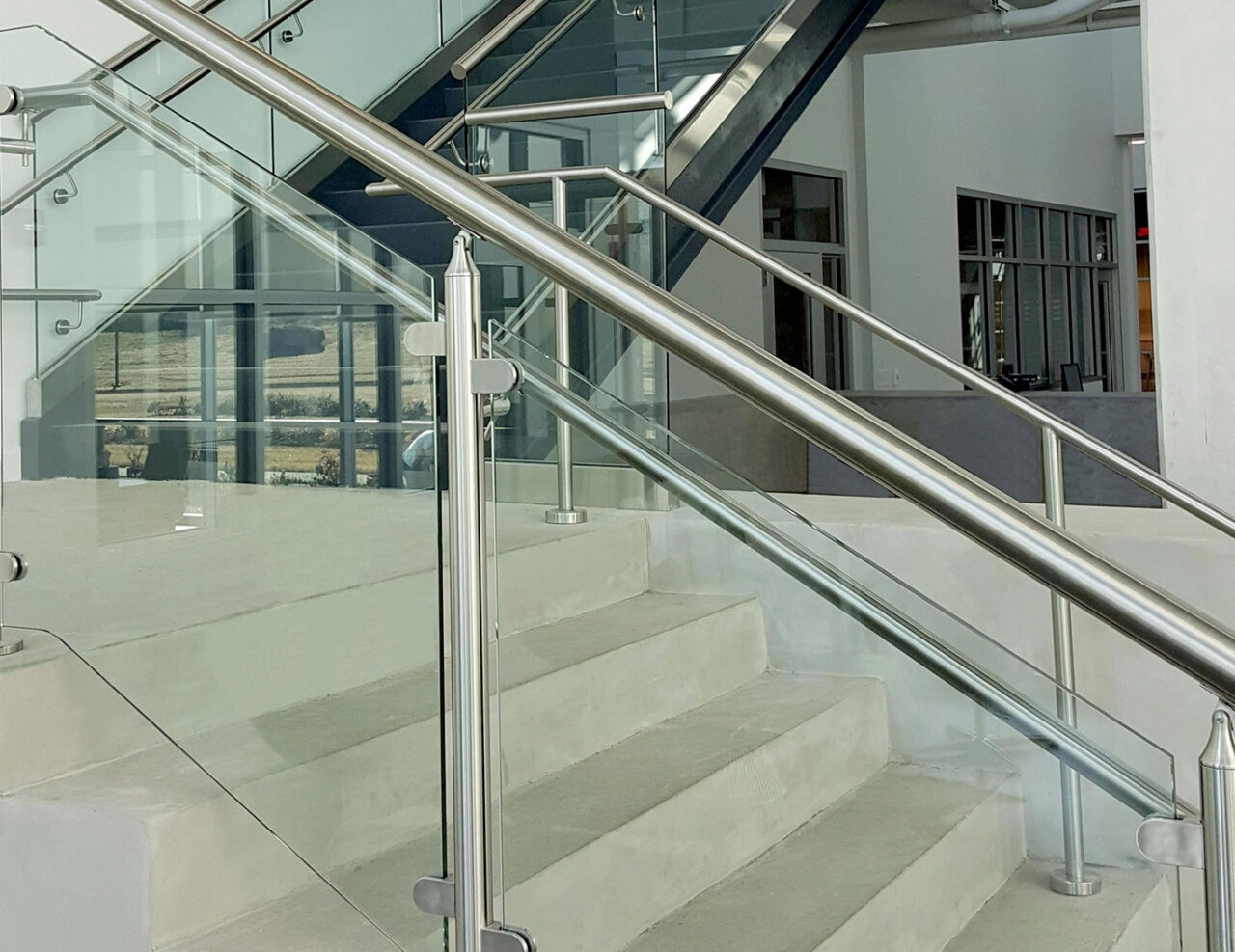 Monaco Post Supported Glass Railing Trex Commercial Products | Stainless Steel Glass Staircase | Transparent | Handle | Powder Coated Steel | Open Tread | Black Stained