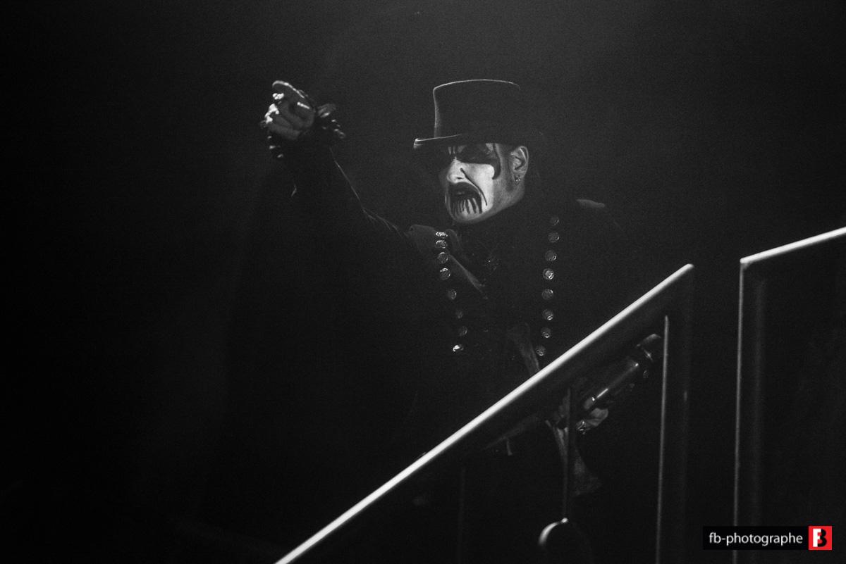 KING DIAMOND dévoile la version studio de Masquerade Of Madness