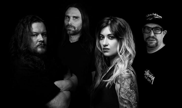 Cage Fight (James Montieth, Rachel Aspe) dévoile le single «Hope Castrated»