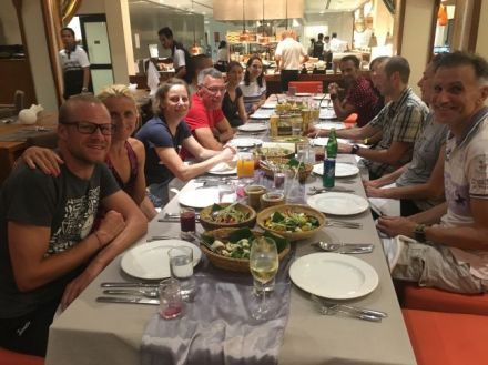 Viele Profis trainieren im Thanyapura-Resort - wir durften mit ihnen zu Abend essen