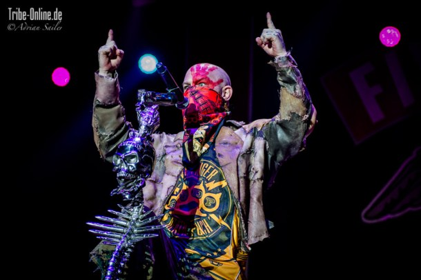 Five FInger Death Punch and Papa Roach_2015_26Adrian Sailer