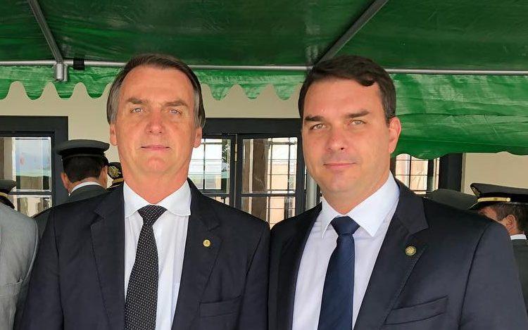 Flávio Bolsonaro foi banido do WhatsApp por 'comportamento de spam'; conta já foi desbloqueada, diz senador eleito