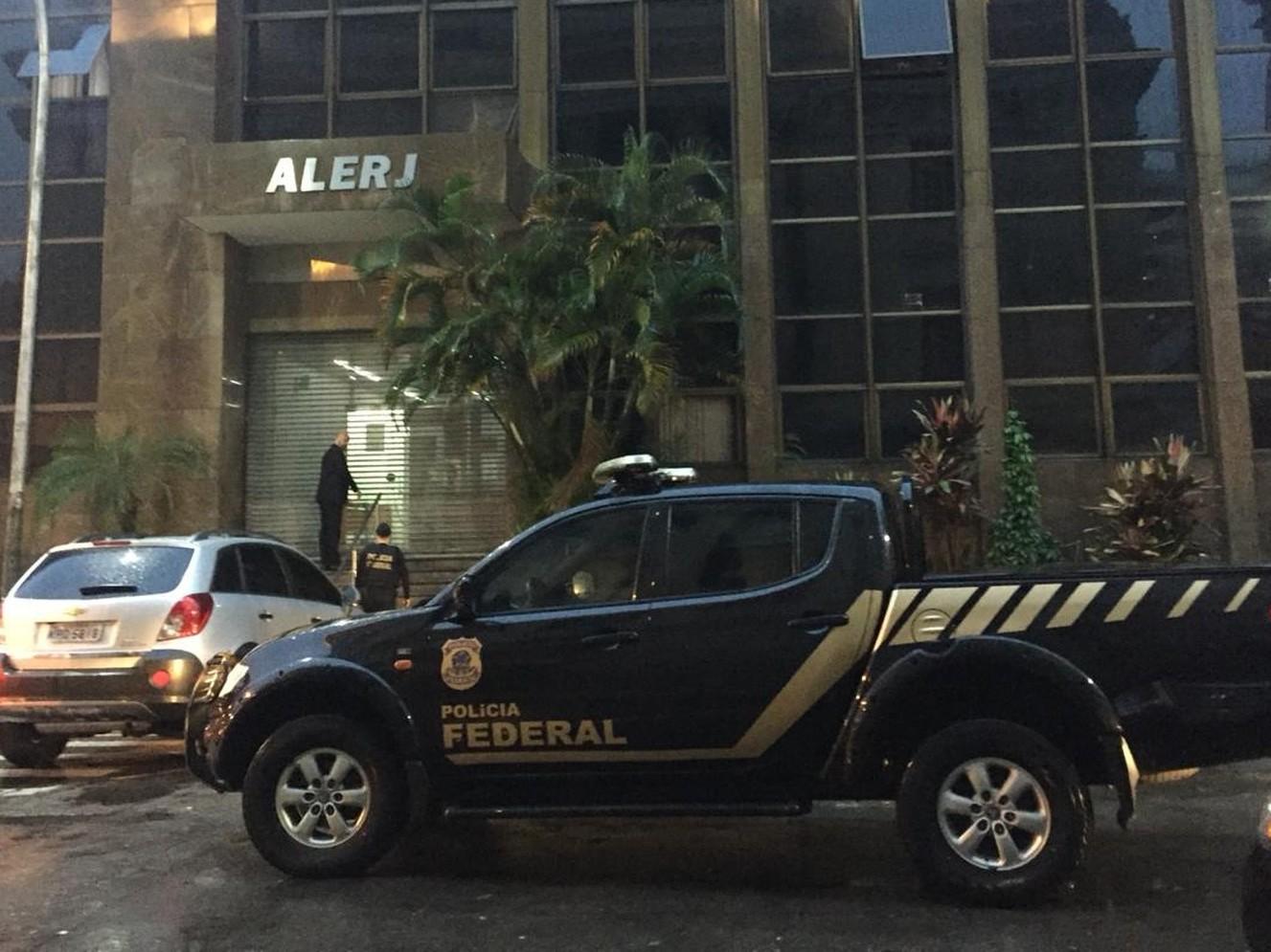 MPRJ ajuíza ação para que Alerj demita comissionados e convoque concursados