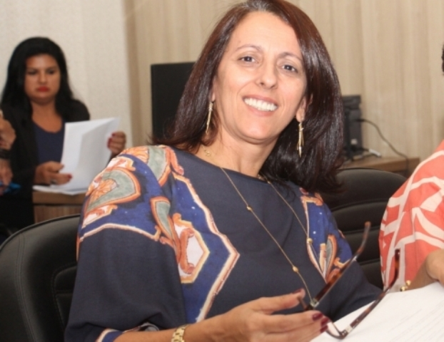 Roberta Moura assume chefia no governo do Estado
