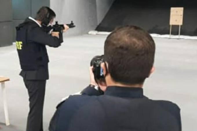 Para agradar a Bolsonaro, Crivella dá até tiros de fuzil