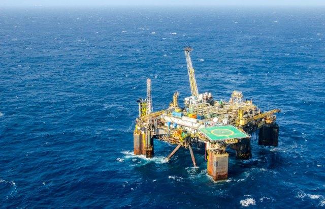 Vazamento de óleo em plataforma da Petrobras na Bacia de