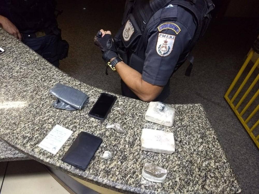 Homem é detido com mais de meio quilo de maconha em Itaperuna