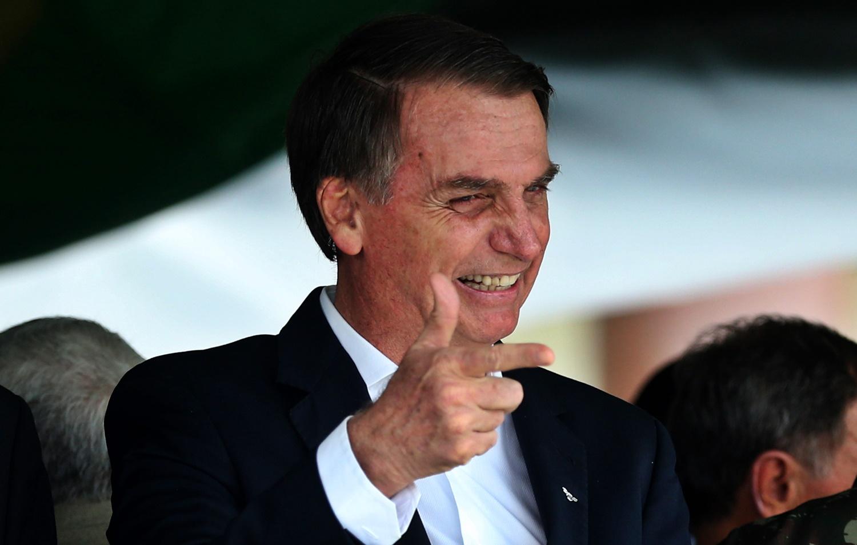 Bolsonaro altera decreto de armas e proíbe porte de fuzil para civis