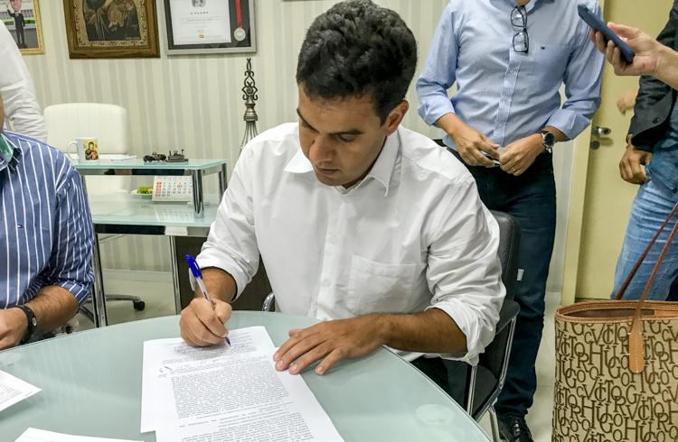 Contratos dos governos de Rosinha e Rafael Diniz: Qual é a diferença?