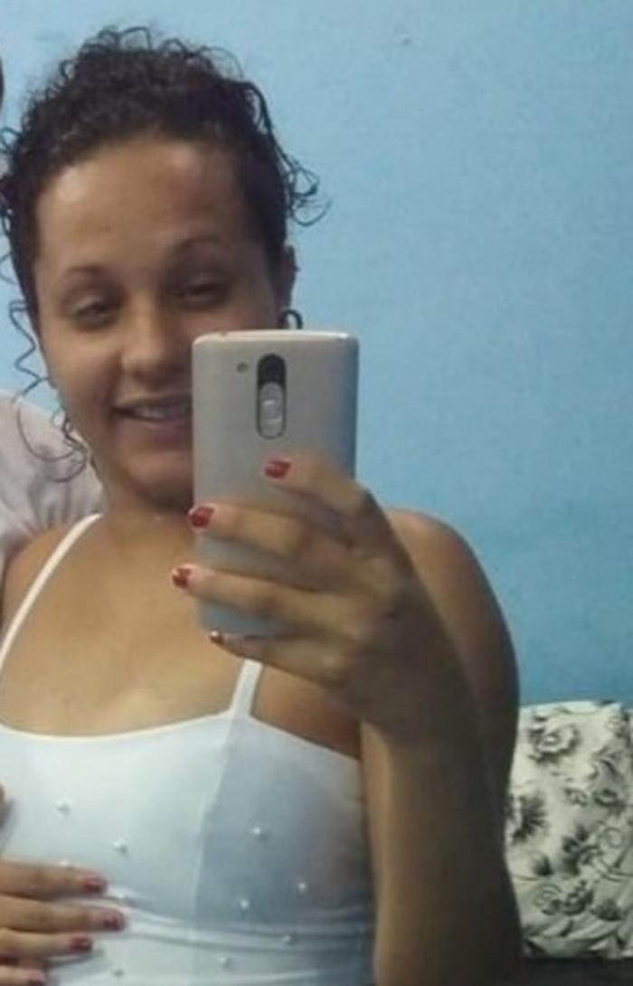 Grávida de 18 anos é morta a tiros por bando