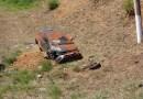 Carro capota após colisão com viatura da PM na RJ-116, em Aperibé