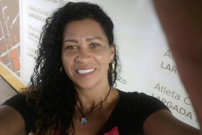 Filho mata a mãe e esconde corpo dentro de casa na Baixada Fluminense