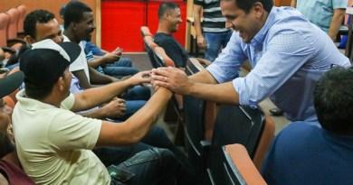 Rafael Diniz anuncia máquinas para preparo de solo na região Norte