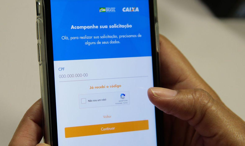 Caixa paga auxílio emergencial para 4 milhões nascidos em julho
