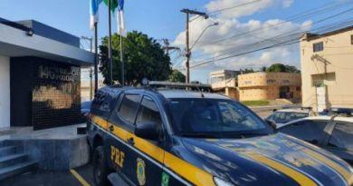 PRF prende condenado que tinha mandado de prisão, em Campos