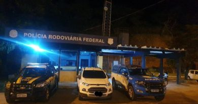 PRF recupera em Campos carro roubado no Rio