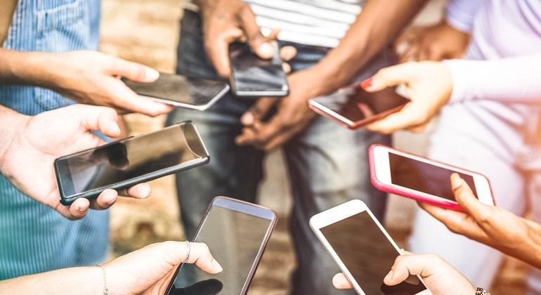 Serasa lança empréstimo com celular como garantia