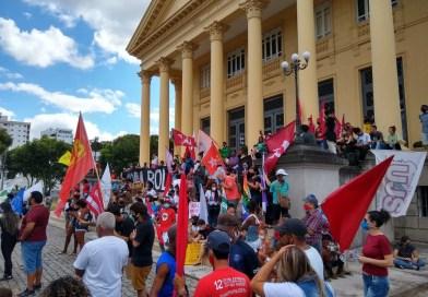 Manifestantes fazem ato contra Bolsonaro em Campos