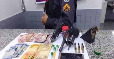 Suspeito de tráfico é preso com drogas, arma e munições no Parque Fundão, em Guarus