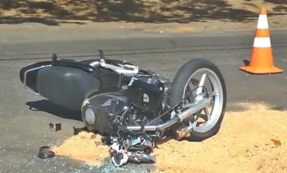 Colisão em avenida deixa motociclista gravemente ferido em Taquaritinga (SP)