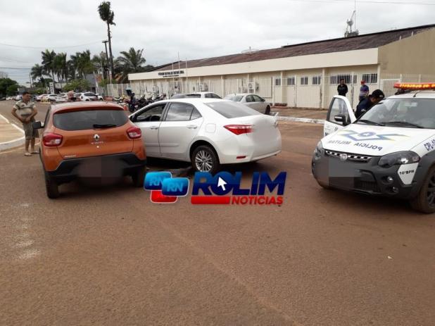 ROLIM DE MOURA: Acidente envolvendo dois veículos causa danos materiais