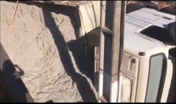 Carreta com mais de 500 kg de cloridrato de cocaína tomba na estrada e é apreendida pela polícia em MT