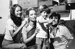 Jagjit Singh and Chitra (second from L) enjoy some time with family