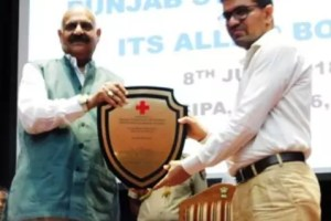 Governor felicitates Ferozepur DC at annual meeting of Punjab Red Cross