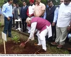 Haryana Chief Minister, Manohar Lal plants a sapling in the historical Botanical Garden ofPortLouis in Mauritius