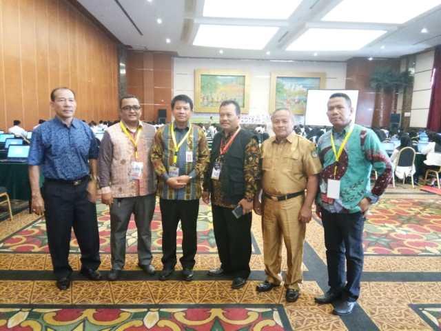 Sekda Rohul saat foto bersama dengan peserta pada pelaksanaan SKB Rohul