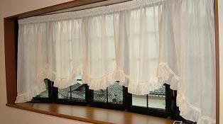 C 様邸 (出窓にカーテン)
