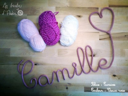 Camille en tricotin avec coeur