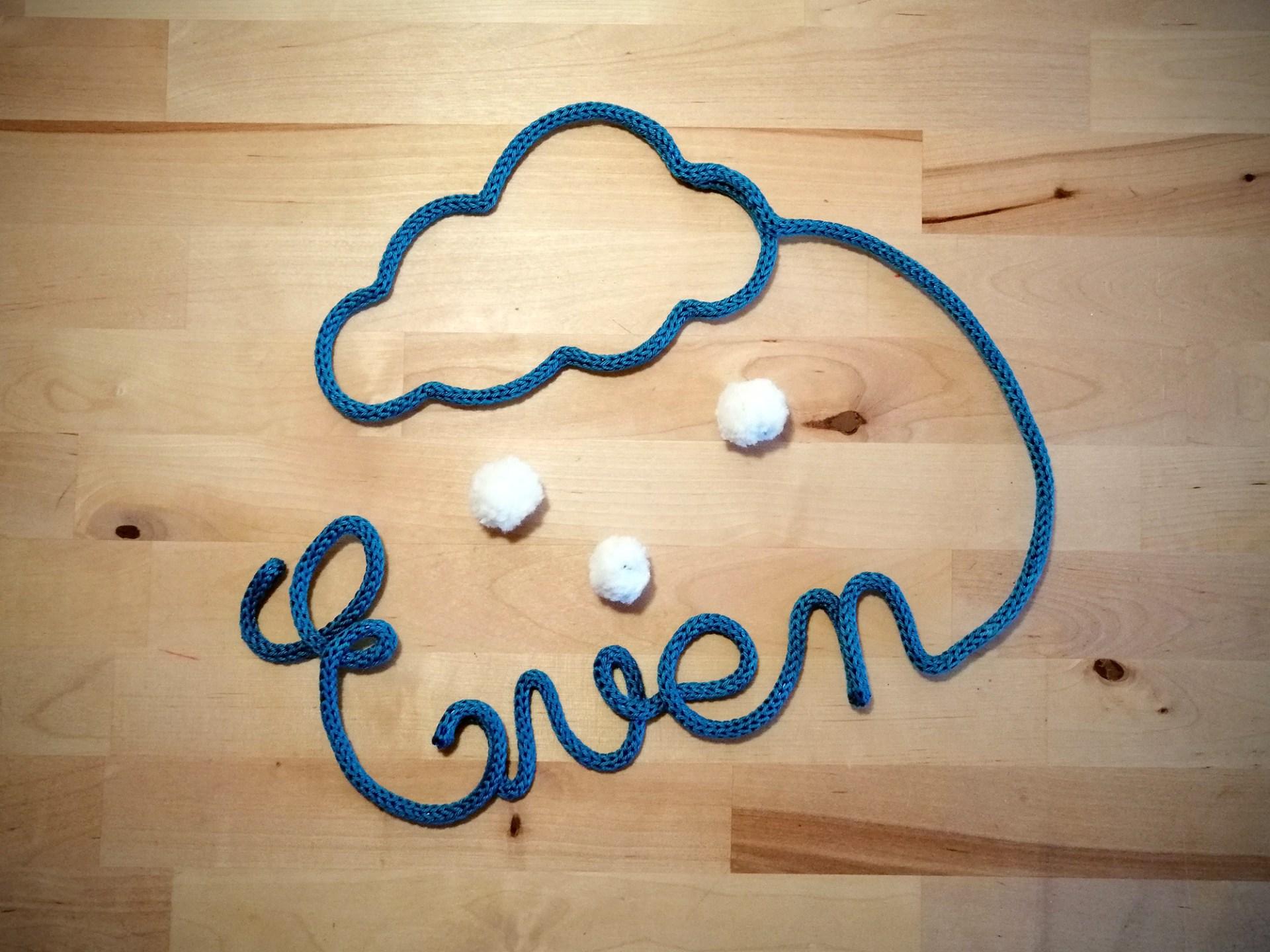 Tricotin nuage avec pompons