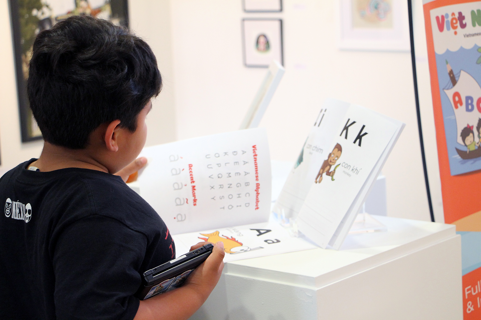 Kid reading Vietnamese Alphabet Project