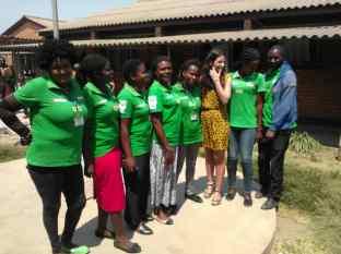 visitando proyecto salud - con compañeras. Zambia