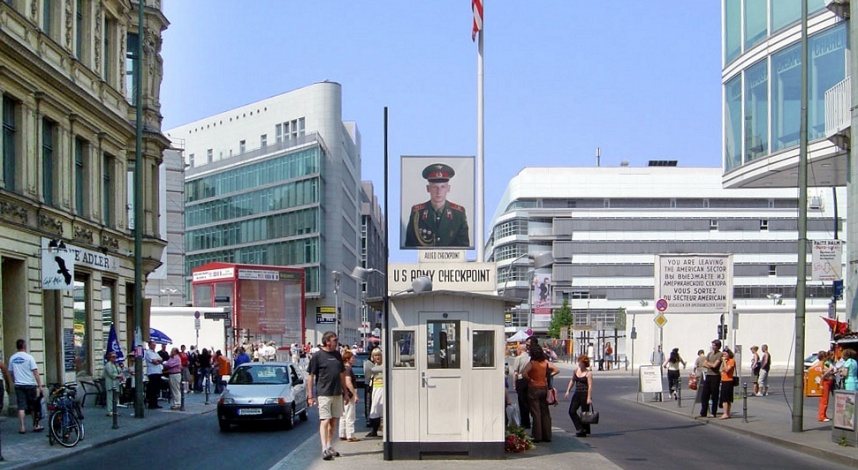44checkpoint-charlie-berlin