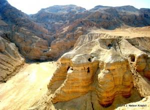 israel-qumran-caves-where-scrolls-were-found-1