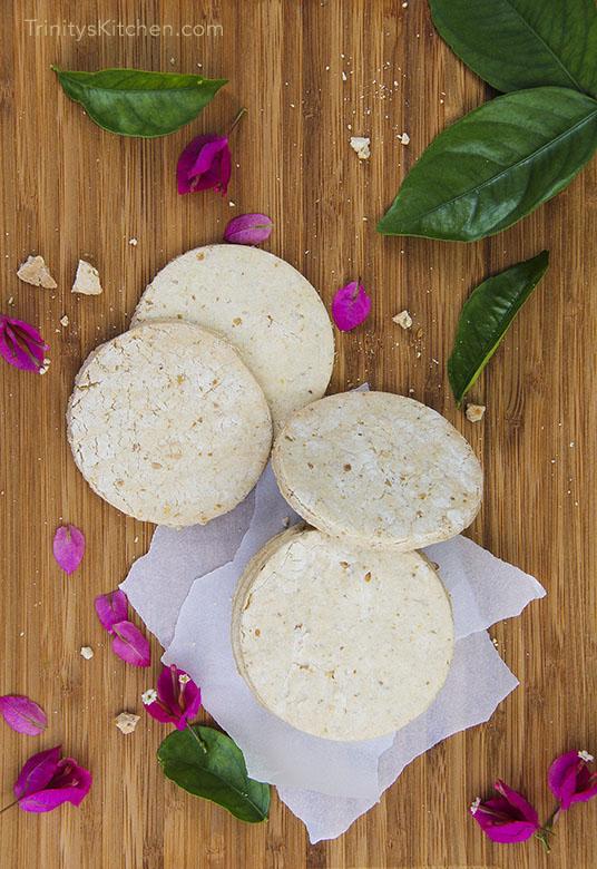 Gluten-free vegan crunchy shortbread cookies by Trinity #glutenfree #vegan