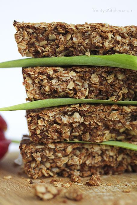 Maca Date Bars - naturally sweetened with dates #vegan #glutenfree