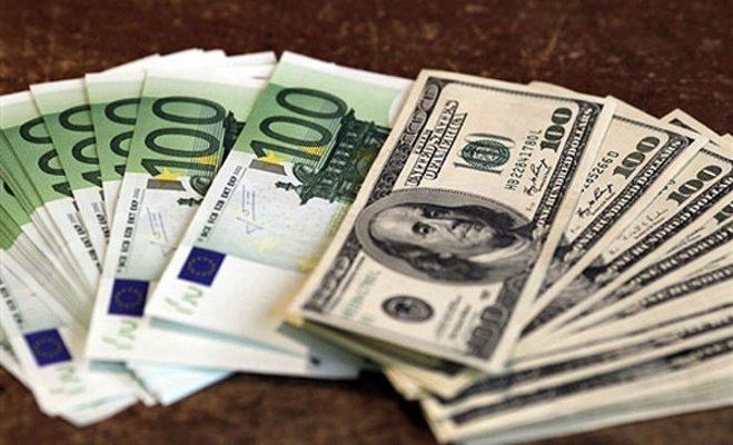 Foto de Euros e Dólares
