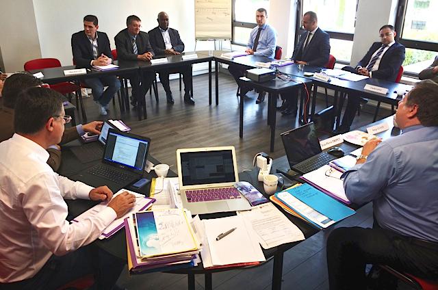 Elias Nahra, administrateur SNES, échange avec les représentants salariés CFTC de la branche
