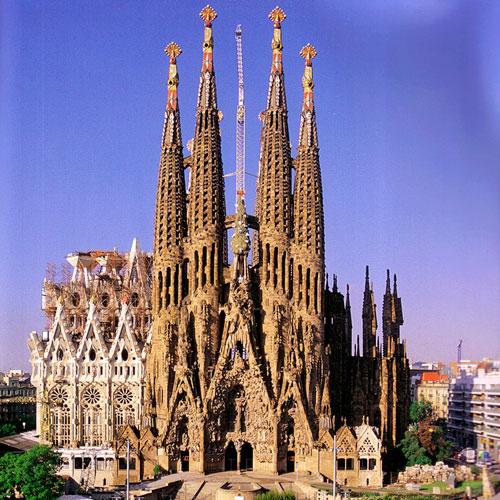 https://i2.wp.com/www.tripandrate.com/content/images/barcelona/places/gaudi/sagrada-familia.sq.jpg?w=995