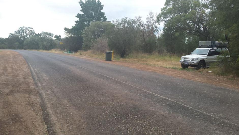 Une rest-area : petite aire de repos au bort d'une grande route