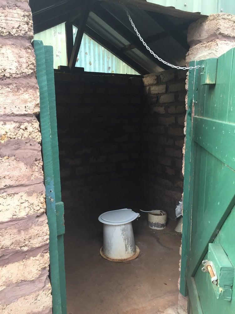 Magnifique toilettes sèches dans un camping perdu au milieu du bush