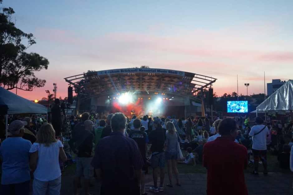 Concert en plein air, c'était bon de voir un peu de civilisation !