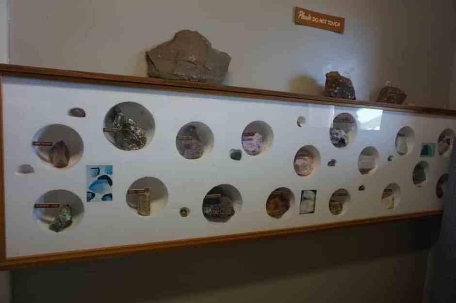 coolgardie-museum-rocks