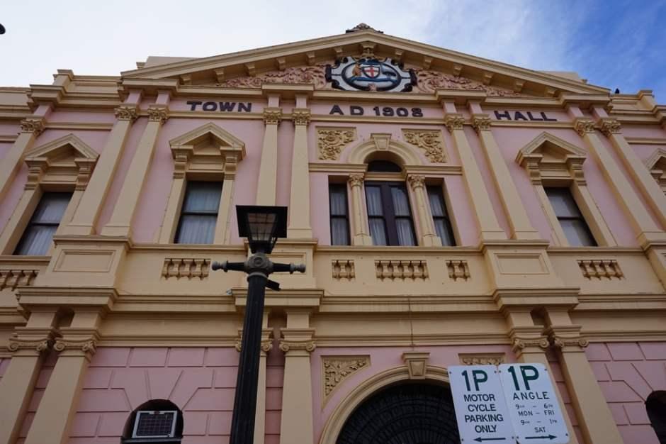 Le Town Hall ou se trouve le Visitor Center. Bâtiment de l'époque