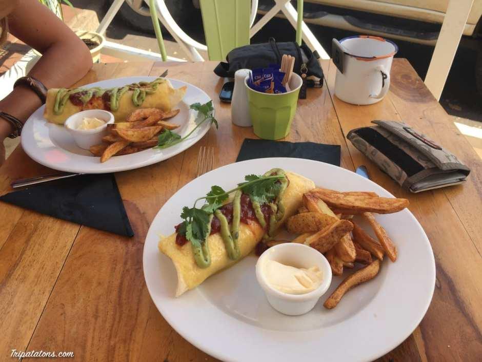 Déjeuner au Mango Café