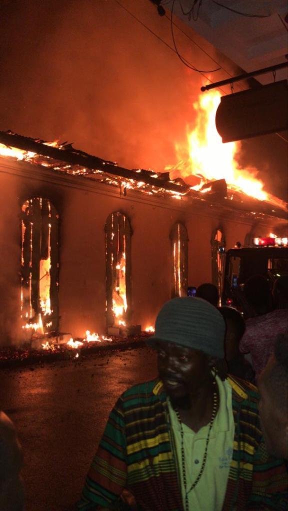 Urgent: Le bâtiment logeant le BED, le BEC et l'ONI dans le Nord actuellement en feu